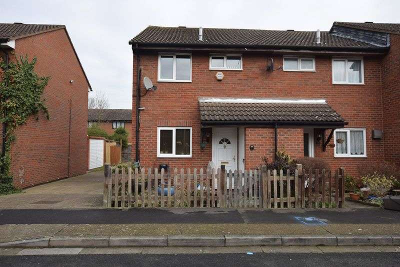 2 Bedrooms Terraced House for sale in Walsham Close, Thamesmead