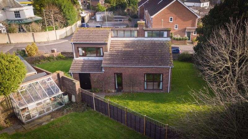 2 Bedrooms Detached House for sale in Warblington Road, Emsworth