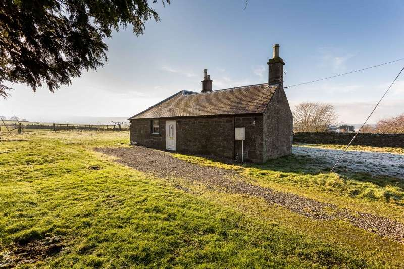 3 Bedrooms Cottage House for sale in Cottage, East Ingliston, Forfar, Angus, DD8 1TJ