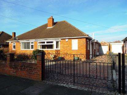 2 Bedrooms Bungalow for sale in Brooklyn Gardens, Cheltenham, Gloucestershire