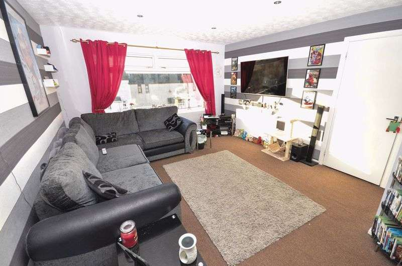 3 Bedrooms Terraced House for sale in Rennie Road, Kilsyth