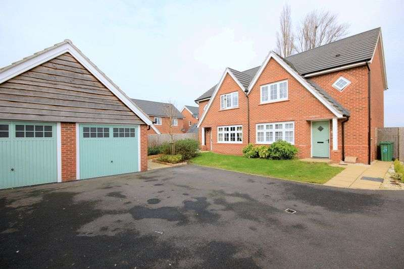 3 Bedrooms Semi Detached House for sale in Campion Grove, Stafford