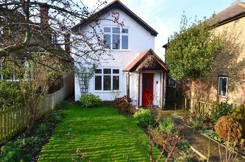 2 Bedrooms Detached House for sale in Castle Road, Tankerton, Whitstable