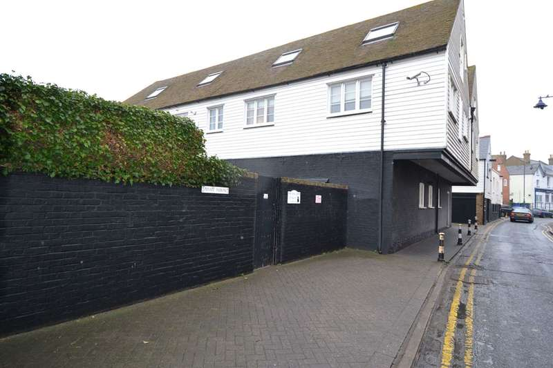 2 Bedrooms Flat for sale in The Sail Lofts, 15 Sea Street, Whitstable