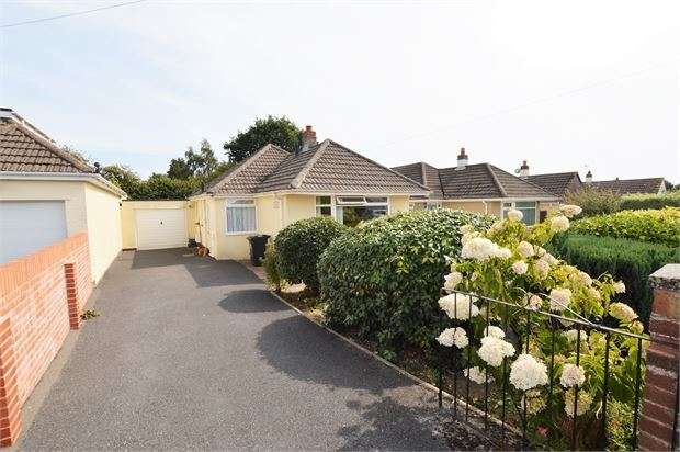 2 Bedrooms Detached Bungalow for sale in Templers Way, Kingsteignton, Newton Abbot, Devon. TQ12 3NX