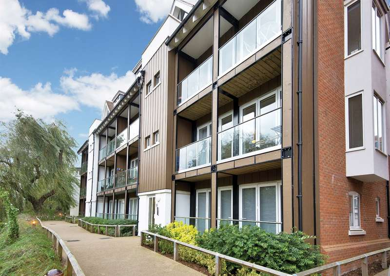 2 Bedrooms Flat for sale in The Rope Walk, Canterbury