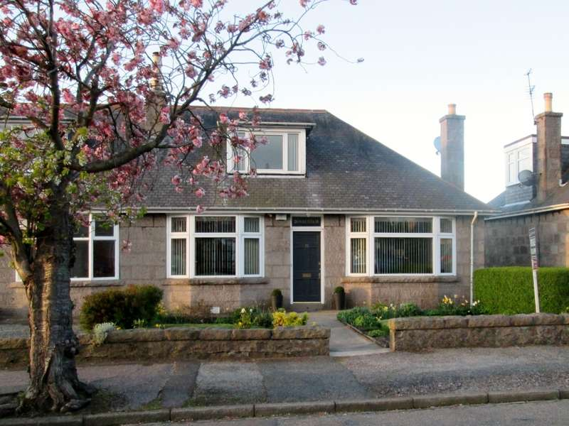 3 Bedrooms Semi Detached House for sale in 10 Rosehill Place, Rosehill, Aberdeen, AB24 4LE