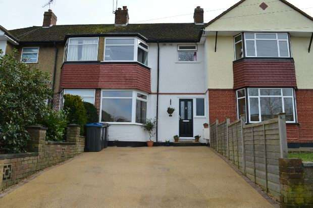 3 Bedrooms Terraced House for sale in Newlands Way, Chessington