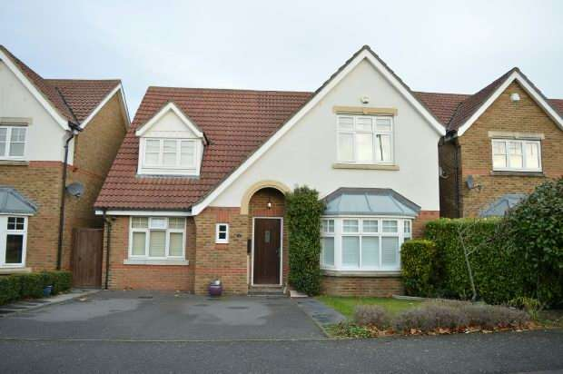4 Bedrooms Detached House for sale in Woodall Close, Chessington
