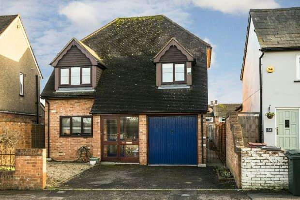 5 Bedrooms Detached House for sale in Kentwood Hill, Tilehurst, Reading,