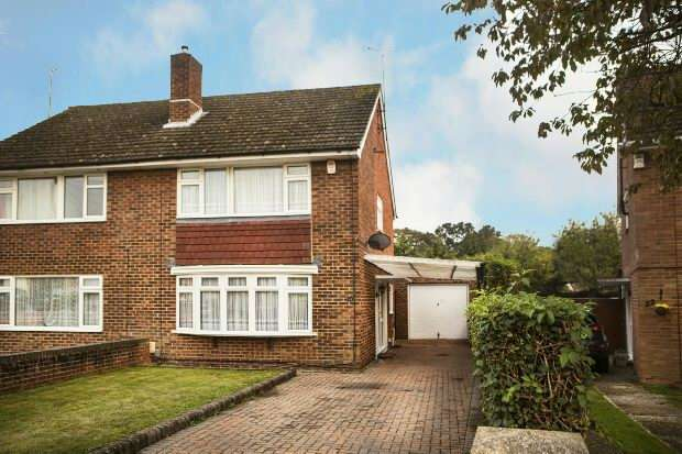 3 Bedrooms Semi Detached House for sale in Vine Crescent, Southcote, Reading,