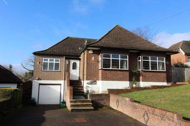 3 Bedrooms Detached Bungalow for sale in The Hillside, Pratts Bottom, Orpington, Kent, BR6 7SD