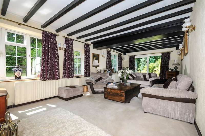 5 Bedrooms Detached House for sale in The Old London Road, Towton, Tadcaster, LS24 9PB