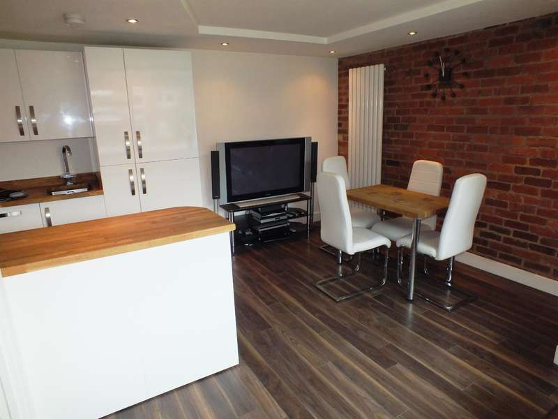 1 Bedroom Ground Flat for sale in Kingsway Court, Moortown, Leeds, LS17 6SS