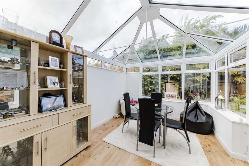 2 Bedrooms Detached House for sale in Valencia Road, Worthing , West Sussex, BN11 4QD