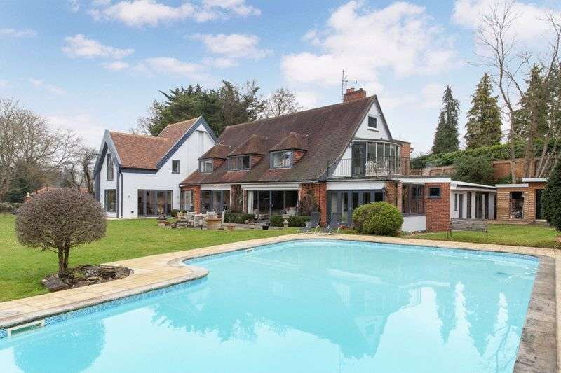 5 Bedrooms Detached House for sale in Alleyns Lane, Cookham Dean.