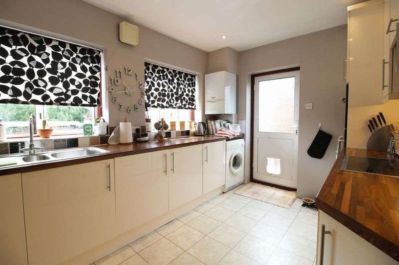 3 Bedrooms Semi Detached Bungalow for sale in Myrtle Close, East Barnet