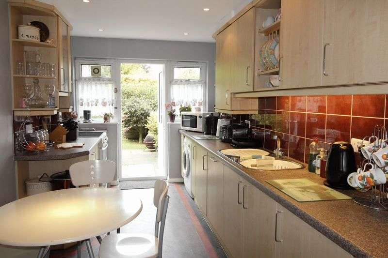 3 Bedrooms Terraced House for sale in Brunswick Park Road, New Southgate