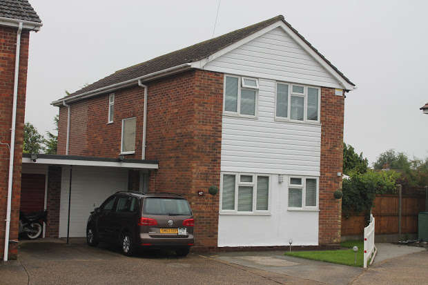 4 Bedrooms Property for sale in Manfield Gardens, Clacton-on-sea, CO16