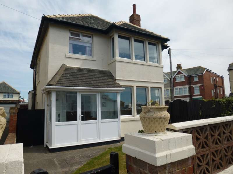 3 Bedrooms Detached House for sale in Napier Avenue, Blackpool