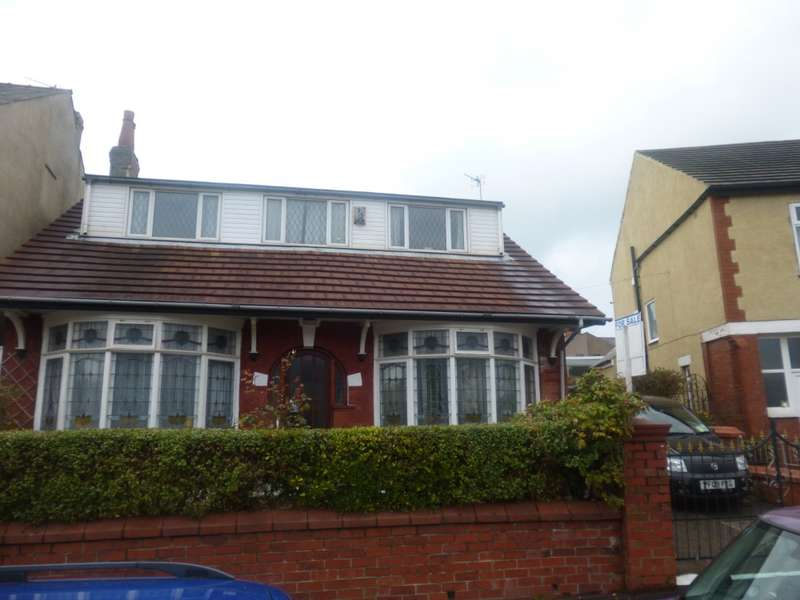 3 Bedrooms Bungalow for sale in Westminster Road, Blackpool