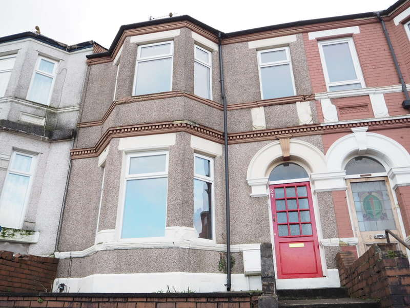 4 Bedrooms Terraced House for sale in Risca Road, Newport