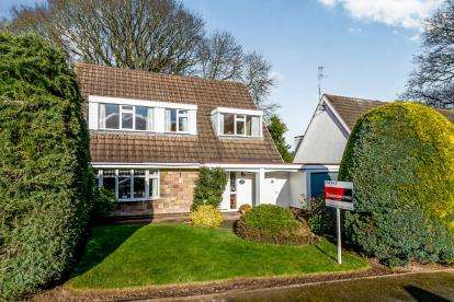 3 Bedrooms Detached House for sale in Nirvana Close, Cannock, Staffordshire