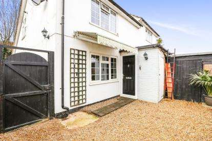 1 Bedroom Maisonette Flat for sale in Maxwells Path, Hitchin, Hertfordshire