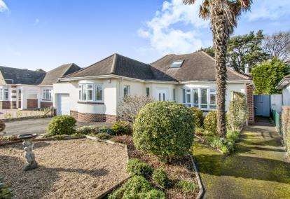 3 Bedrooms Bungalow for sale in Talbot Woods, Bournemouth, Dorset
