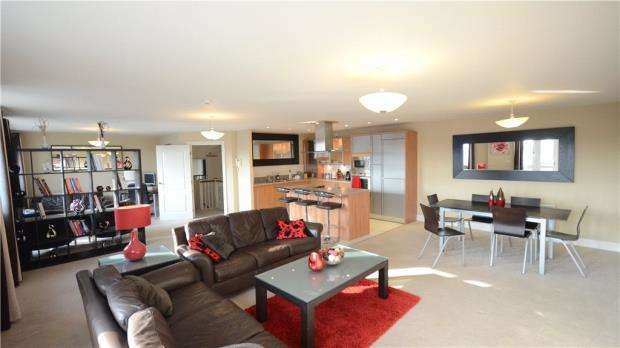 3 Bedrooms Apartment Flat for sale in Luscinia View, Napier Road, Reading
