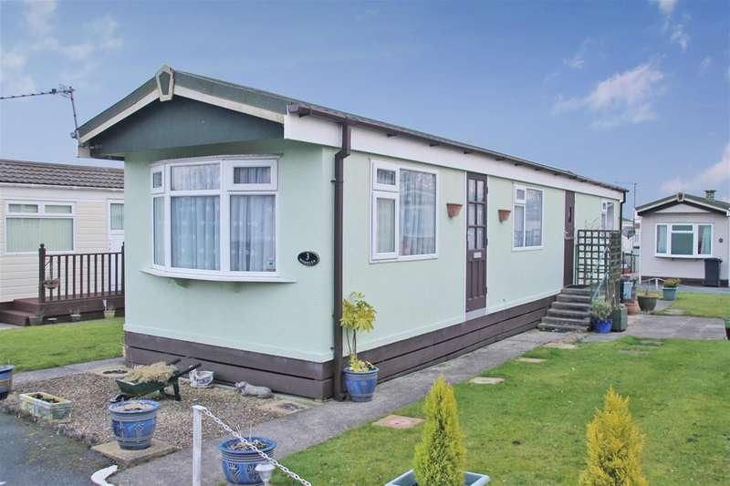 2 Bedrooms Park Home Mobile Home for sale in First Avenue Trailer Park, Knaresborough Road, Harrogate, HG2 7NE