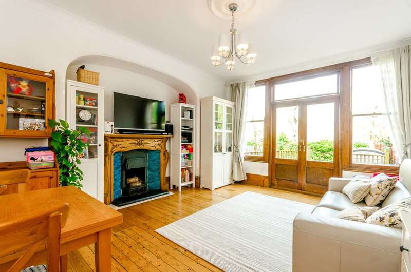2 Bedrooms Maisonette Flat for sale in Rosebery Road, Muswell Hill, N10