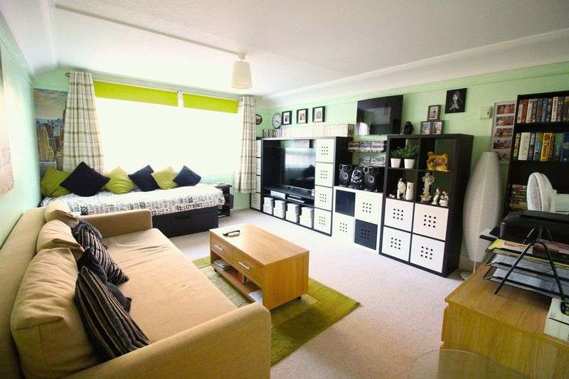 2 Bedrooms Flat for sale in All Saints Road, Portsmouth