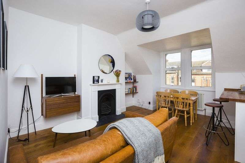 2 Bedrooms Flat for sale in Albany Road, N4