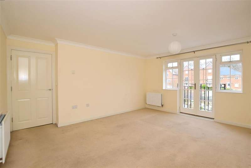2 Bedrooms Apartment Flat for sale in Farriers Lea, Haywards Heath, West Sussex