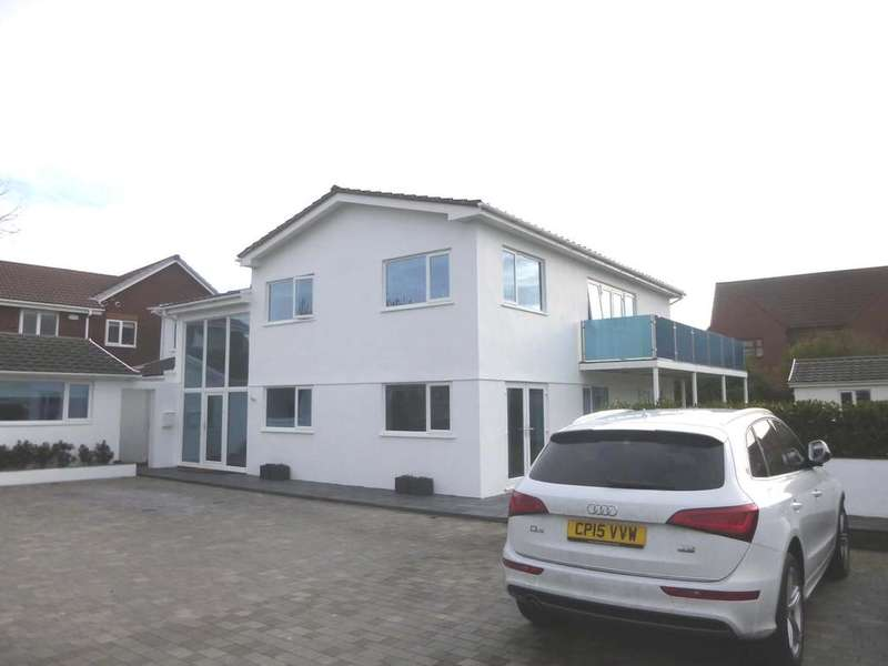 5 Bedrooms Detached House for sale in Rest Bay, Porthcawl CF36