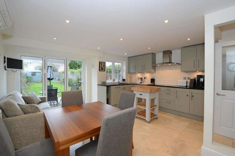 4 Bedrooms Town House for sale in Hillcrest, Weybridge KT13