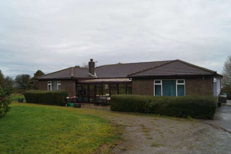 4 Bedrooms Detached Bungalow for sale in Sarnau, Llandysul, Ceredigion SA44