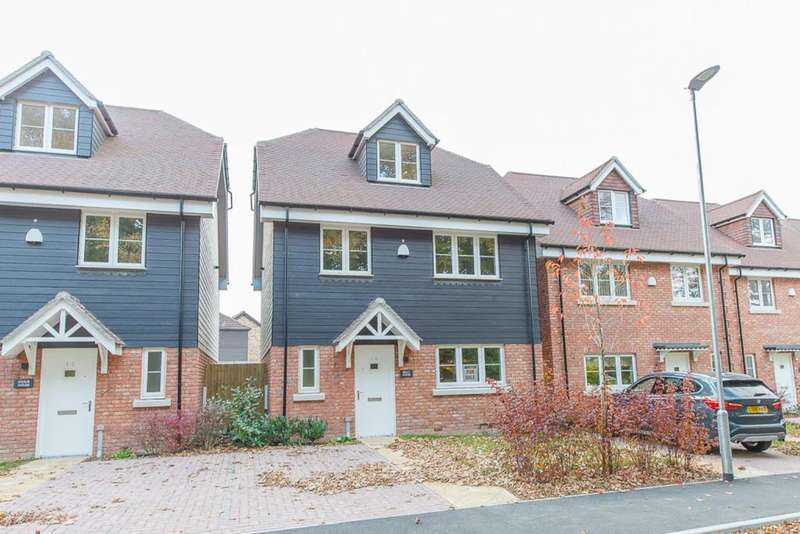 4 Bedrooms Detached House for sale in Godden Drive, Blacklands, East Malling , Kent