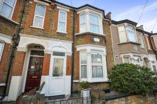 3 Bedrooms Terraced House for sale in Sportsbank Street, Catford, London, United Kingdom
