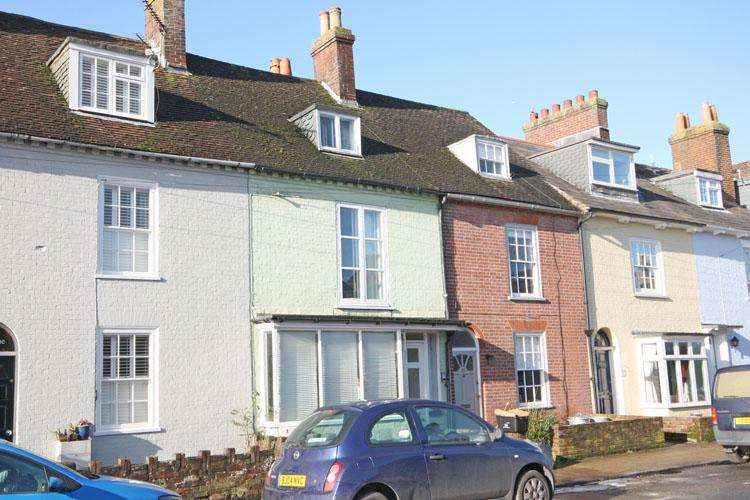 2 Bedrooms Apartment Flat for sale in Southampton Road, Lymington SO41