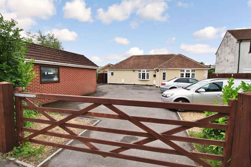 3 Bedrooms Detached Bungalow for sale in Shamblehurst Lane South, Hedge End SO30