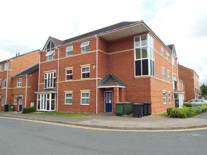 2 Bedrooms Flat for sale in Gloucester Close, Redditch, Worcestershire