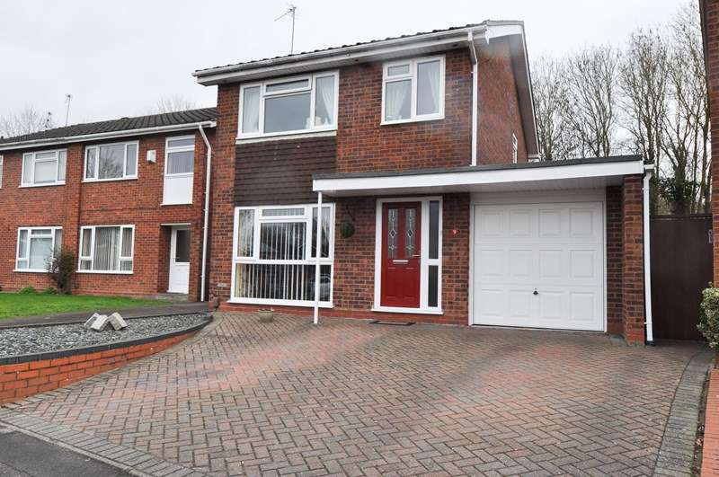 3 Bedrooms Detached House for sale in Middleton Close, Winyates East, Redditch
