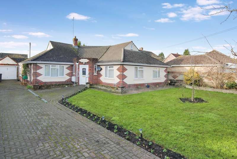 3 Bedrooms Detached Bungalow for sale in High Street, Durrington, Salisbury SP4