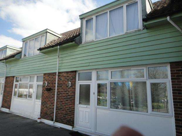 2 Bedrooms Maisonette Flat for sale in Chenies Parade, Chalfont Station Road, Amersham, HP7