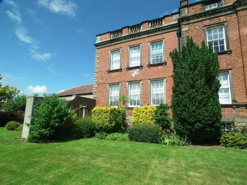 2 Bedrooms Apartment Flat for sale in Low Stakesby House, Harrowing Drive, Whitby YO21