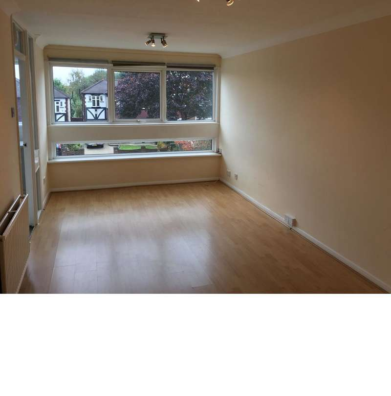 2 Bedrooms Flat for rent in SOUTH WOODFORD E18