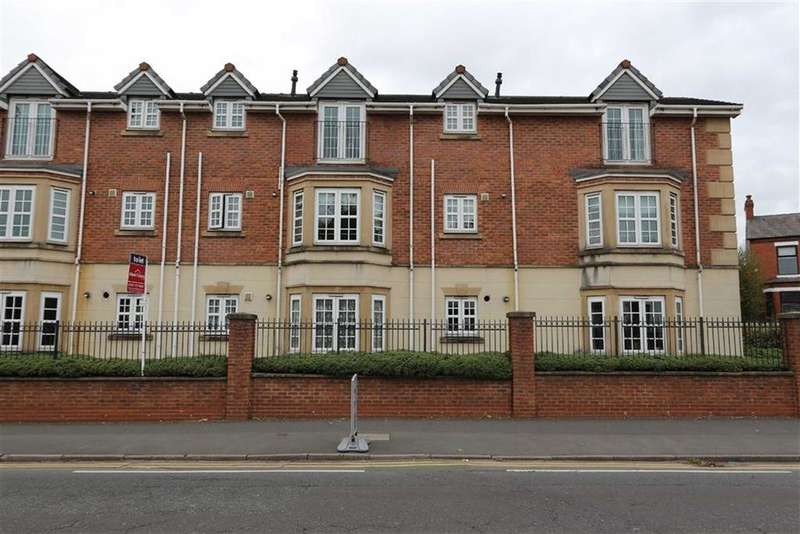 2 Bedrooms Flat for sale in 19, Glenmuir Close, Irlam, Manchester