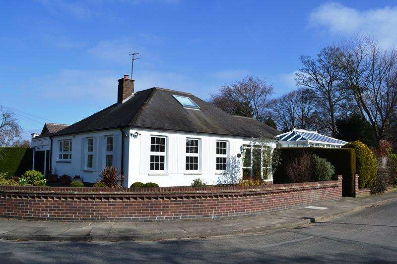 3 Bedrooms Detached Bungalow for sale in Augusta Close, Grimsby DN34